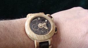 Reloj de madera, el arte de Valerii Danevych