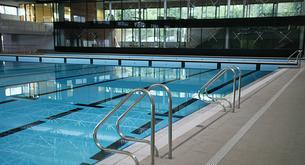 Natación y otros deportes de piscina para combatir el calor