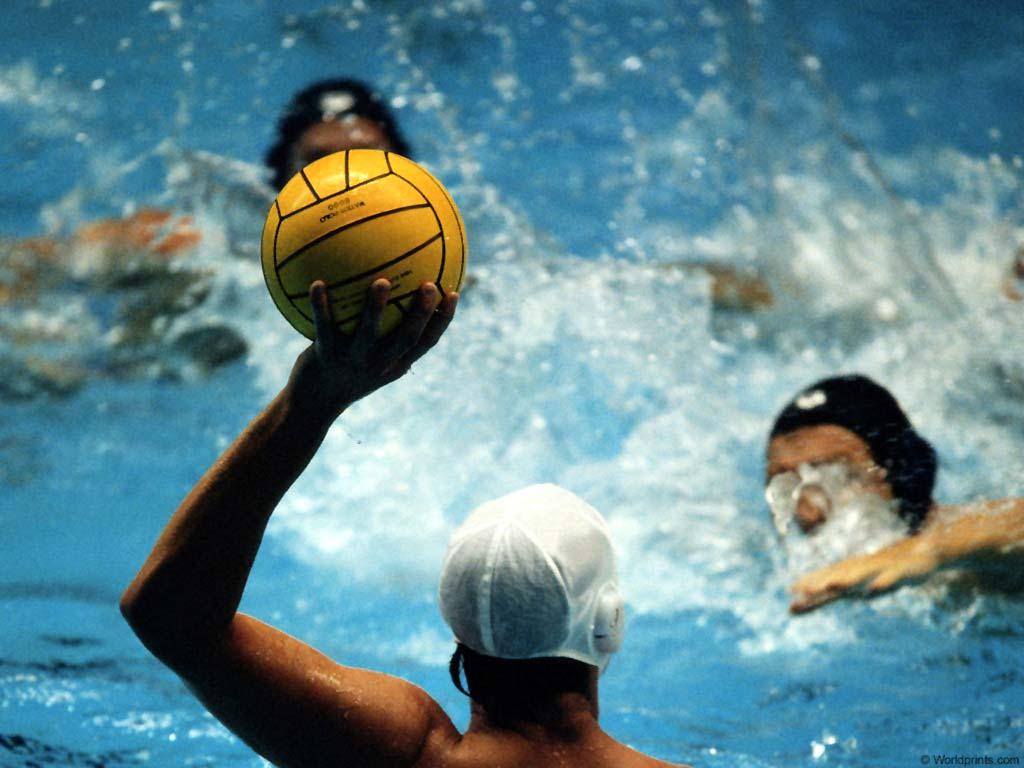 Nataci n y otros deportes de piscina para combatir el calor for Aletas natacion piscina