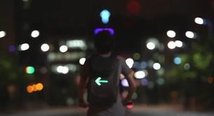 La mochila con led que hace más seguro ir en bici