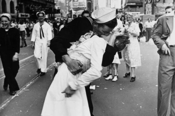 ¿Sabes por qué existe el día internacional del beso?